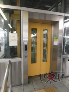 Лифт на станции JR
